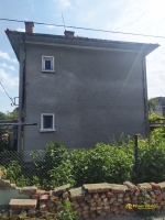 Двухэтажный дом с гаражом в городе Любимец